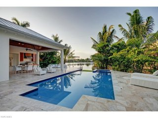 LUXURY RENTALS~Spring Lake Beach House ~Walk to beach and 3rd Street shopping!