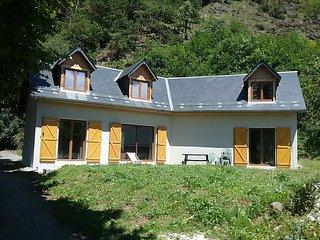 Maison neuve capacité  4 personnes citue  dans un petit  village jardin privatif