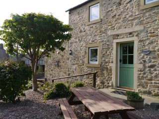 Poppy Cottage No. 2 - 2 bed cottage with wonderful views and wood burning stove.
