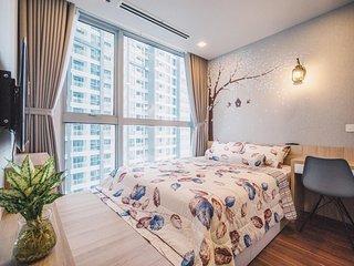 Waterfront Apartment Along Saigon River | Vinhomes Central Park