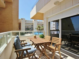 Beach front luxury 4.5 rooms pool & gym with sea view TLV