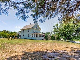Family-friendly farmhouse, with plenty of room, privacy, & a hot tub!