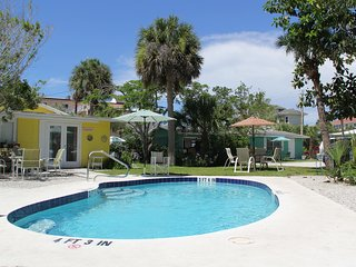 Beach Place Siesta Key Cottages - 30 Seconds to the Sand, sleep up to 13 guests