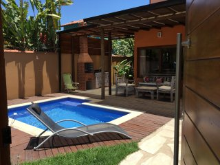 Charming Beachfront house, 5 en-suites, pool, BBQ area, WI-FI, near old town