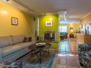 Cute & Cozy Tesuque Casita - 5 Min. to Plaza, Hiking Trails, Tesuque Mkt.