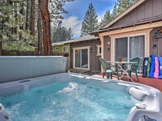South Lake Tahoe Cabin w/ Hot Tub - Walk to Lake!