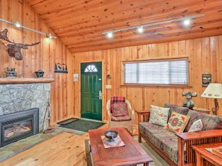 NEW! Rustic 1BR Cabin w/Hot Tub-2 Blocks to Beach!