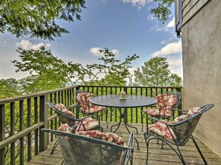 New! 3BR Beech Mountain Condo w/ Balcony & Sauna!