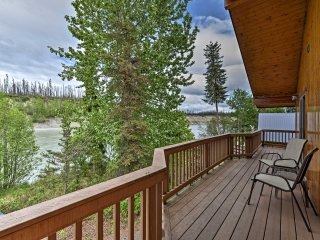 Kenai River Lodge in Soldotna - Steps to Fishing!
