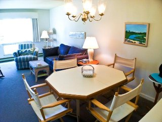 Ocean Edge Upper Level with A/C & 4 pool passes (fees apply) - FL0637