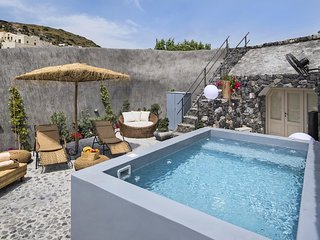 Rock Villas (Villa Legend) 130 sq.m with Jacuzzi / Castle view -up to 7 people.