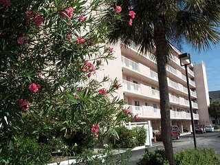 Wonderful Beach Front Condo - Reef Club