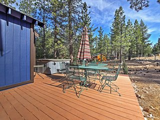 Big Bear Home w/Deck & Hot Tub-Near Snow Play Area