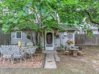 Waxahachie House w/ Yard & Patio-5 Min to Downtown