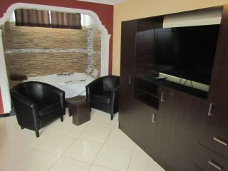3 Bedroom and 2 Bedroom two Apartment combo Lleras AC 2 Hot Tub