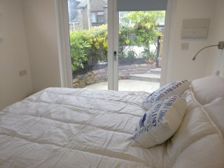 Studio accommodation by the beach downalong St Ives sleeps 2 ensuite