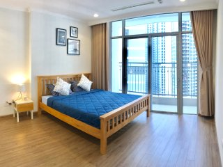 Brand New, Spacious & Cozy 2 BR Apt in Vinhomes Central Park, Ho Chi Minh city