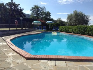 Charming Farmhouse in Valdarno with pool, BBQ and tennis court
