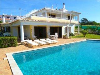 Ferienhaus für 6 Personen, mit Schwimmbad