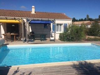 Villa independante avec piscine privee chauffee 3 chambres 7 personnes 3 km mer