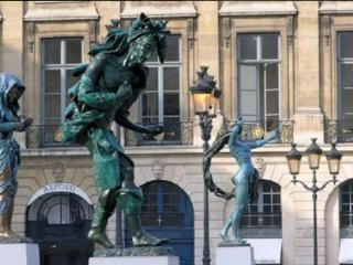 BETWEEN PLACE VENDOME & TUILERIES OF FRENCH CAPITAL