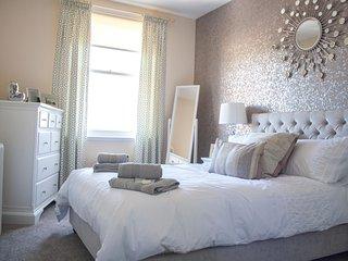 Lexington Apartment 4, 1 double & living room double sofa bed,