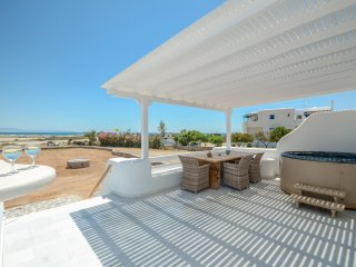 Naxos  beachfront villa with jacuzzi-3 bedroom /2 bath/8 people