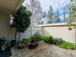 PI: Convenient 2 bedroom townhome in central S'Vale
