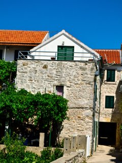 Two floor stone house with 3 bedrooms in Murter