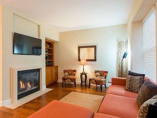 ST: Beautiful 4-bedroom home, blocks to Apple