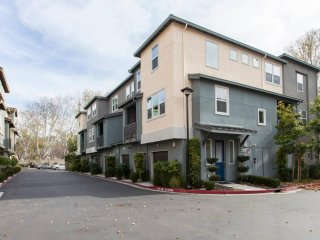 CL: Shiny San Jose executive condo