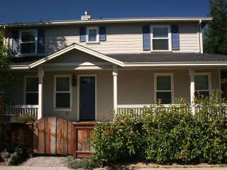 LL: Beautiful Mountain View 4-Bedroom Home