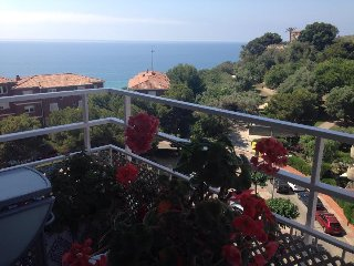 AMAZING 3 BEDROOM APARTMENT TOTALY FURNISHED NEXT TO THE BEACH