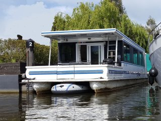 HEATED AMERICAN HOUSEBOAT - with hot tub at 'Riverscapes'