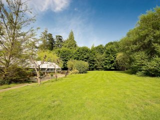 Fletcher's Lodge - up to 44 people - New Forest