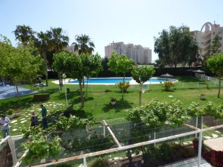 Apartamento en Campello con wifi, piscina, parking, playa enfrente!
