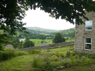 Lovely spacious Mudd House, sleeping up to 8, in rural Yorkshire Dales position