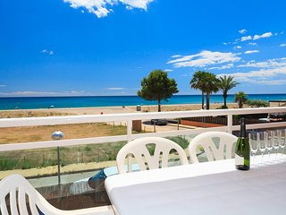 ARCO DEL SOL 277:Nice apartment in a calm area, right in front of the beach.