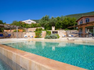 Villa Anatoli - Luxury seafront villa with private infinity pool