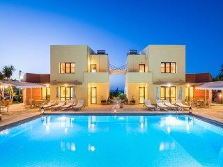 4 Villas Complex, Close to Beach, Pool, Seaview , Ideal For Big Families /Group