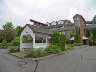 Townhouse on the River with Mt Views: 3BR, 3BA with pool, hot tub, game room,+