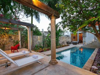 High-style colonial escape in central Merida