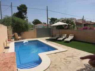 Piscina y jardín privada