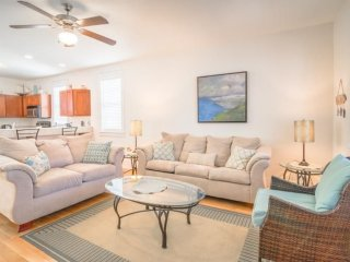 Beautiful 2 bedroom cottage in Port Saint Joe, FL - pool is in front of the unit