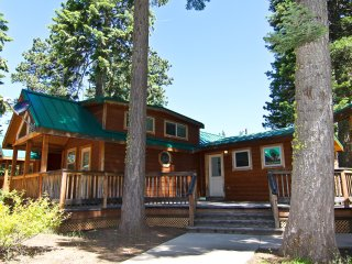 (#32) Cabin at Hyatt Lake - Sleeps 6 - Hot Tub