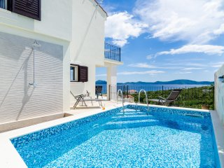 Villa Sofija - Three Bedroom Villa with Terrace and Swimming Pool