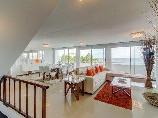 Upscale oceanfront condo w/ ocean views, shared pool & easy beach access!