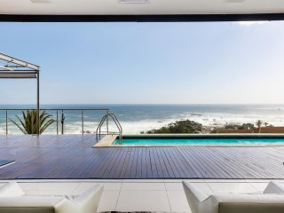 Luxurious apartment with superb views and home automation in Camps Bay