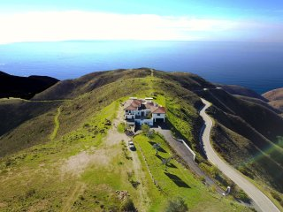 Malibu Luxury Ocean View Retreat On 39 Acres With Saltwater Pool & Spa