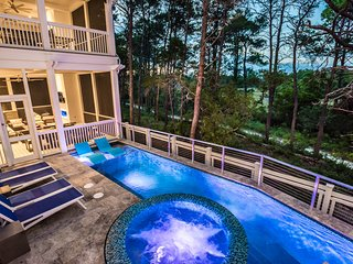 Private Heated Infinity Edge Pool! 9 Seater Golf Cart! 5 King Suites!